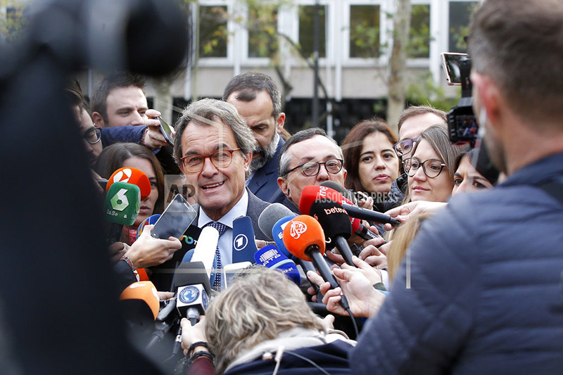 Artur Mas, a former President of Catalonia, talks to journalists outside the national court in Madrid, Spain, Thursday, Nov. 2, 2017.u00a0Photo: AP