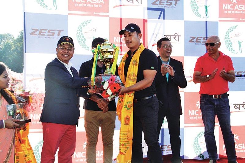 CoAS Gen Rajendra Chhetri handing over the trophy to Capt Norbu Sherpa after the Baarhakhari Corporate Golf in Kathmandu on Saturday. Photo