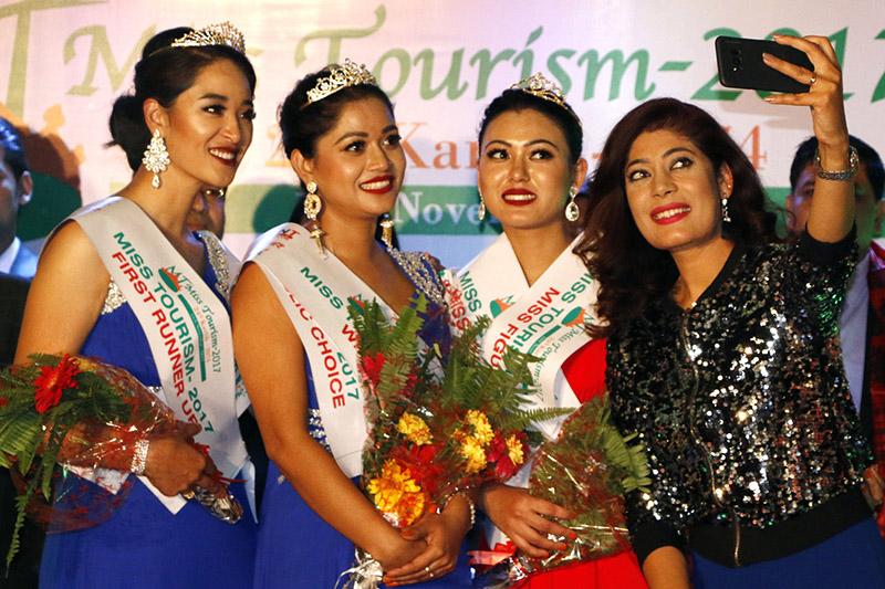 Former Miss Nepal takes selfie with the winners of beauty paegant held in Kathmandu, on Friday, November 10, 2017. Photo: RSS