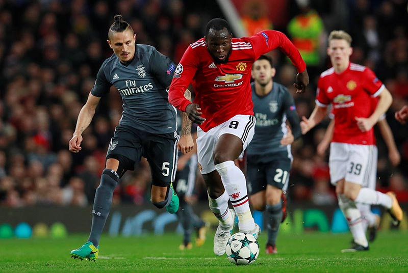 Manchester United's Romelu Lukaku in action with Benfica's Ljubomir Fejsa during the Champions League match between Manchester United and S.L. Benfica, at Old Trafford, in Manchester, Britain, on October 31, 2017. Photo: Action Images via Reuters
