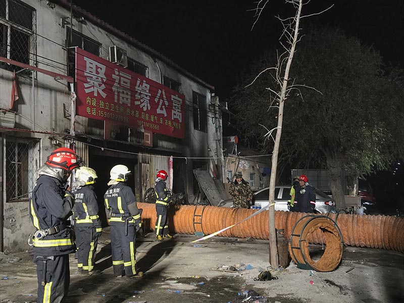 Firefighters work at the site of a fire in Daxing district of Beijing, capital of China, on Sunday, November 19, 2017. Photo: Xinhua News Agency via AP