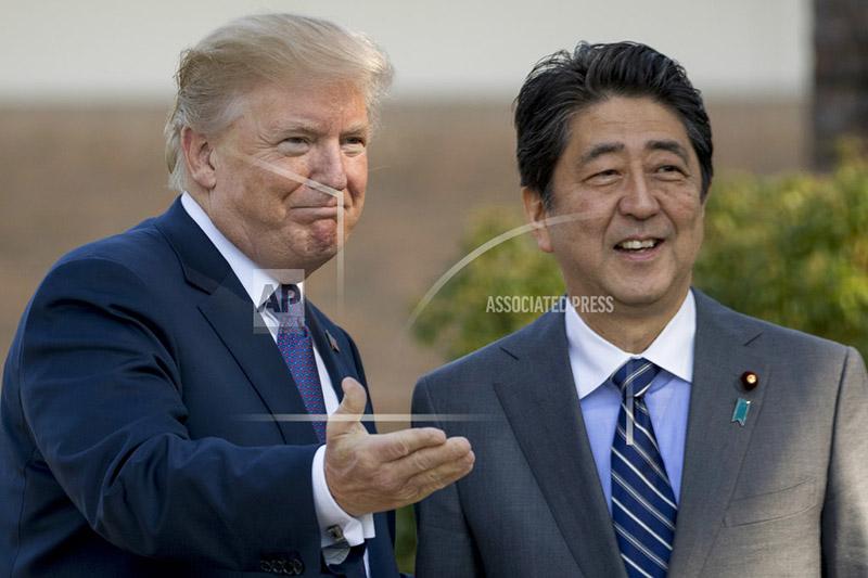 President Donald Trump, left, greets Japanese Prime Minister Shinzo Abe at Kasumigaseki Country Club, Sunday, Nov. 5, 2017, in Kawagoe, north of Tokyo, Japan. Photo: AP