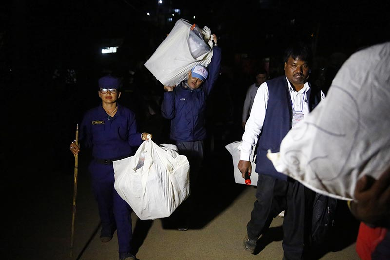 Election Commission staff and police personnel carrying ballot boxes after the first phase of parliamentary and provincial elections in Phidim Municipality, the headquarters of Panchthar district, on Monday, November 26, 2017. Photo: Skanda Gautam/THT