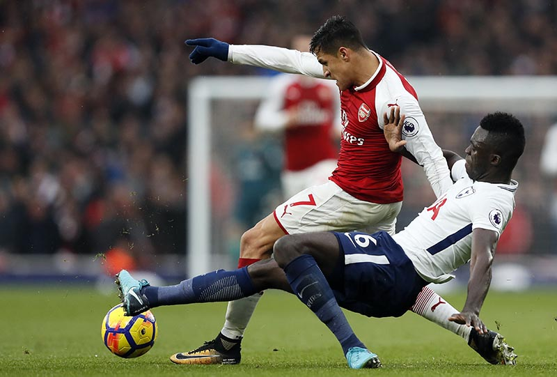 Arsenal's Alexis Sanchez (left), is challenged by Tottenham's Davinson Sanchez during the English Premier League soccer match between Arsenal and Tottenham Hotspur at Emirates stadium in London, on Saturday, November 18, 2017. Photo: AP