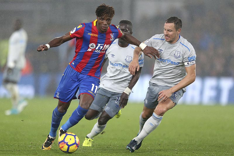 Crystal Palace's Wilfried Zaha (left), and Everton's Phil Jagielka (right), battle for the ball during the English Premier League soccer match Crystal Palace versus Everton at Selhurst Park, London, on Saturday November 18, 2017. Photo: Steven Paston/PA via AP