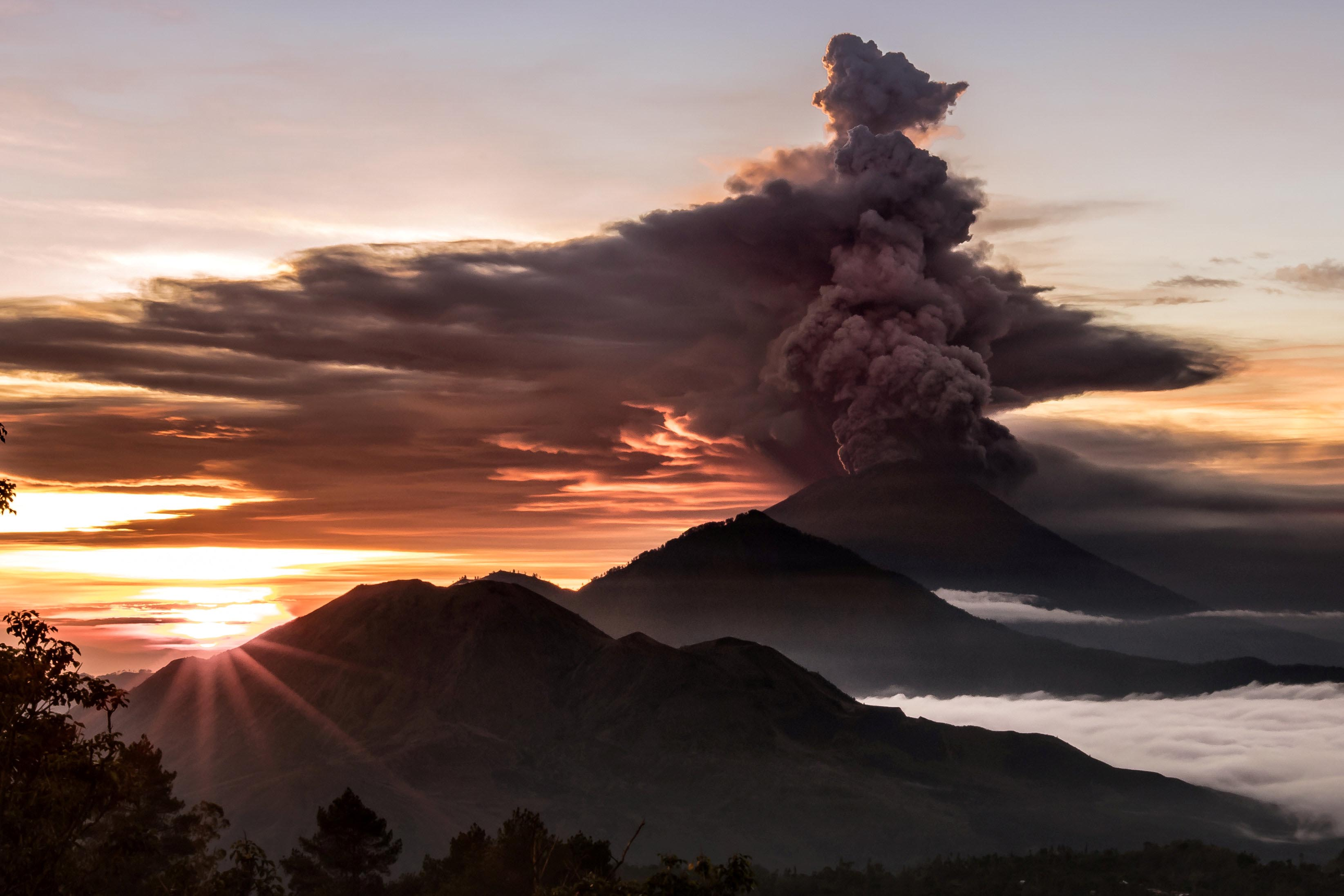Mount Agung volcano is seen spewing smoke and ash in Bali, Indonesia, on November 26, 2017 in this picture obtained from social media. Photo: EMILIO KUZMA-FLOYD via Reuters
