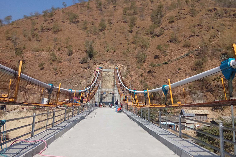 Workers giving final touch to the newly constructed bridge over Dudhkoski at Jayaram Ghat in Khotang district, on Wednesday, November 22, 2017. Photo: RSS
