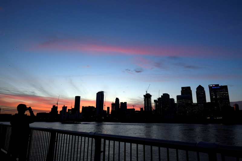 The Canary Wharf financial district is seen at dusk in London, Britain, November 17, 2017. Photo: Reuters