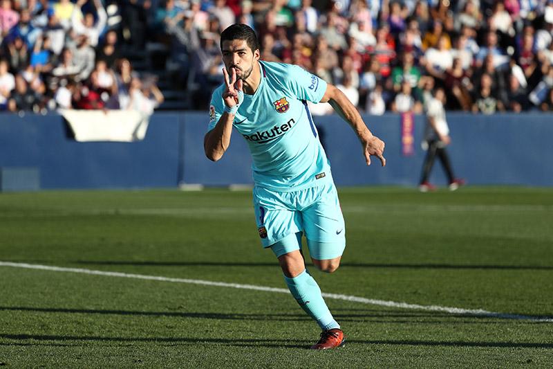Barcelonau2019s Luis Suarez celebrates scoring their first goal. Photo: Reuters