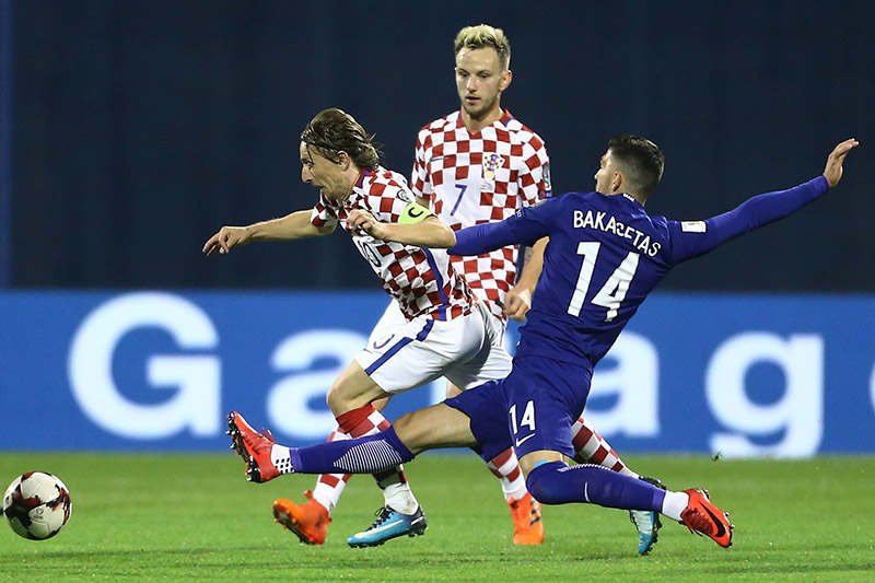 Croatia's Luka Modric and Ivan Rakitic (C) in action with Greece's Anastasios Bakasetas. Photo: Reuters