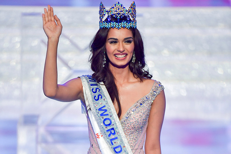 Miss India Manushi Chhillar waves onstage after being crowned Miss World at the Miss World pageant in Sanya, Hainan province, China November 18, 2017. Photo: Reuters