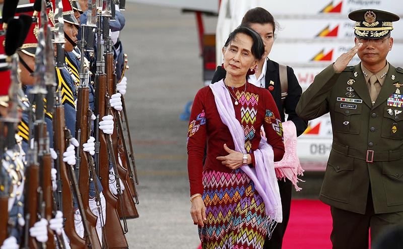 Myanmar leader Aung San Suu Kyi arrives at Clark International Airport, north of Manila, Philippines to attend the 31st ASEAN Summit and Related Summits in Manila, on November 11, 2017. Photo: AP
