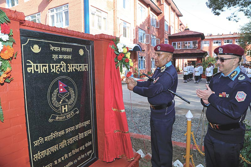 Inspector General of Nepal Police Prakash Aryal (left) inaugurating a function held to open Nepal Police Hospital to the general public, in Kathmandu, on Sunday, November 12, 2017. Photo: THT