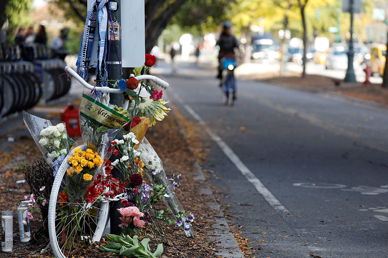 An existing roadside memorial, also known as ghost bike, that is now used to remember the victims of the Tuesday's attack alongside a bike path at Chambers Street in New York City, is pictured in New York, US, November 2, 2017. Photo: Reuters