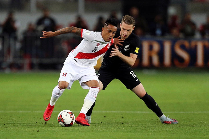 Peru's Christian Cueva and New Zealand's Kip Colvey fight for the ball. Photo: Reuters
