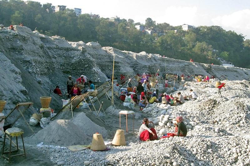Labourers extracting sand from Seti River near Ramghat in Pokhara Lekhnath Metropolitan City, on Sunday, November 12, 2017. Photo: Rishi Ram Baral