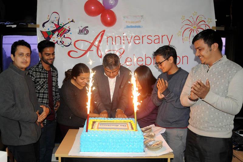 The Himalayan Times Editor-in-chief Prakash Rimal (centre) among other staffers celebrate its 16th anniversary at its office in Anamnagar,  Kathmandu, on Thursday, November 23, 2017 Photo: Balkrishna Thapa Chhetri