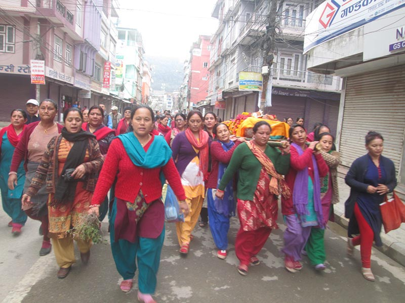 Women carrying a body to ghat for cremation in Byas Municipality,Tanahun, on Friday, November 24, 2017. Photo: THT