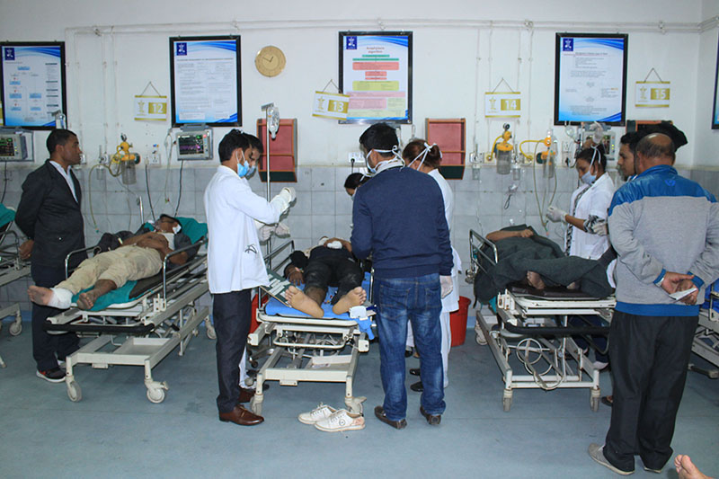 Injured passengers being treated at the Bharatpur-based College of Medical Sciences, on Wednesday, November 29, 2017. Photo: Tilak Ram Rimal