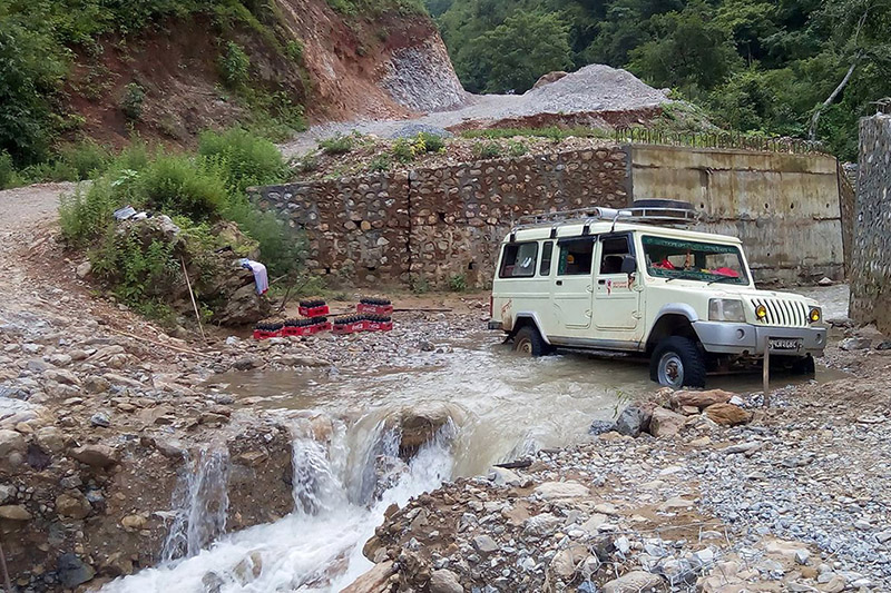 A passenger jeeps crosses a rivulet at Baigaghumba-Ranimal road section in Tansen-13 in Palpa district, on Friday, November 03, 2017. Vehicles pying along this raod are compelled to make perilous journey. Photo: RSS
