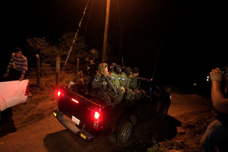 Honduras soldiers arrive to guard the area where Hilda Hernandez, the sister of Honduran President Juan Orlando Hernandez, and five others died when the helicopter they were travelling in crashed in San Matias, Honduras on December 16, 2017. Photo: Reuters