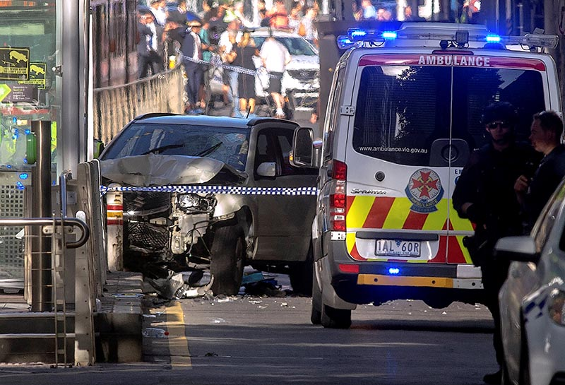 Australian police stand near a crashed vehicle after they arrested the driver of a vehicle that had ploughed into pedestrians at a crowded intersection near the Flinders Street train station in central Melbourne, Australia, on December 21, 2017. Photo: Reuters