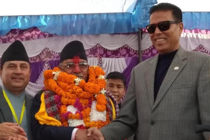 RPP-D candidate Bikram Pandey (right) congratulating  CPN-MC Chair Pushpa Kamal Dahal in Bharatpur, Chitwan, on Monday, December 11, 2017. Photo: THT