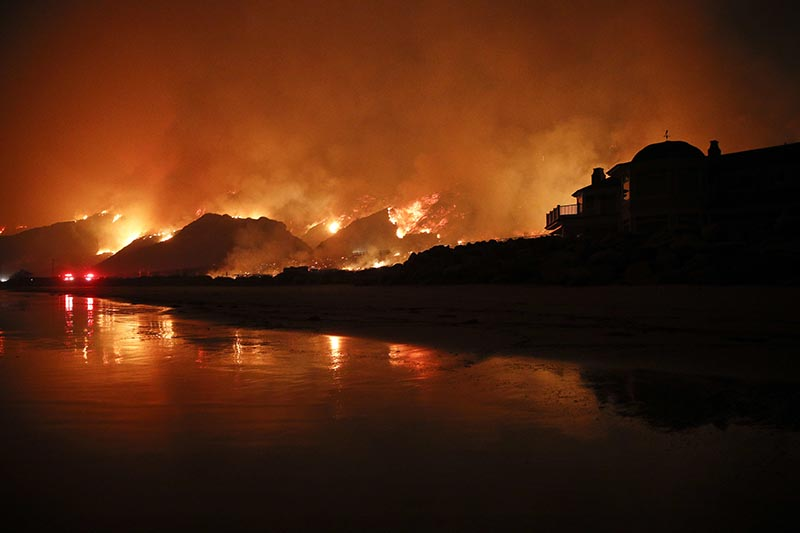 FILE - A wildfire burns along the 101 Freeway in Ventura, California, on December 5, 2017. Photo: AP