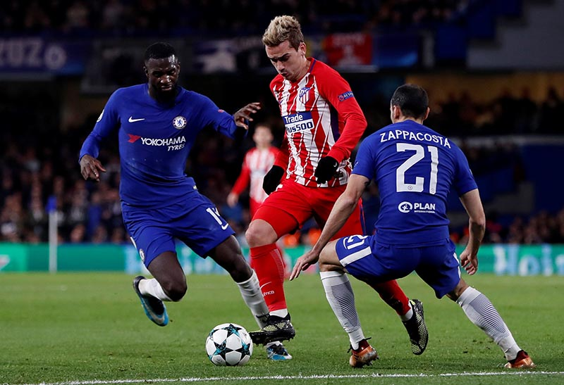 Atletico Madridu2019s Antoine Griezmann in action with Chelseau2019s Davide Zappacosta and Tiemoue Bakayoko during Champions League match between Chelsea and Atletico Madrid, at Stamford Bridge, in London, Britain, on December 5, 2017. Photo:  Action Images via Reuters
