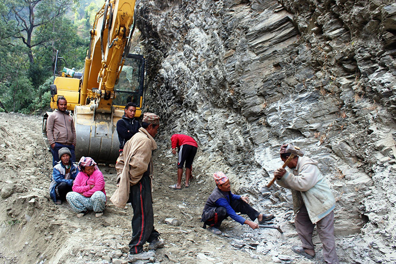Locals working for the construction of Dudekhola-Rakhu road section in Beni Municipality-3 in Myagdi district, on Tuesday, December 19, 2017. Photo: RSS