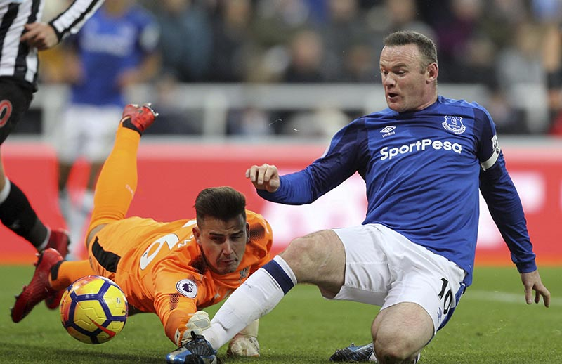 Everton's Wayne Rooney, right, in close action with Newcastle goalie to score his side's first goal of the game, during their English Premier League soccer match at St James' Park in Newcastle, England, on Wednesday December 13, 2017. Photo: Owen Humphreys/PA via AP