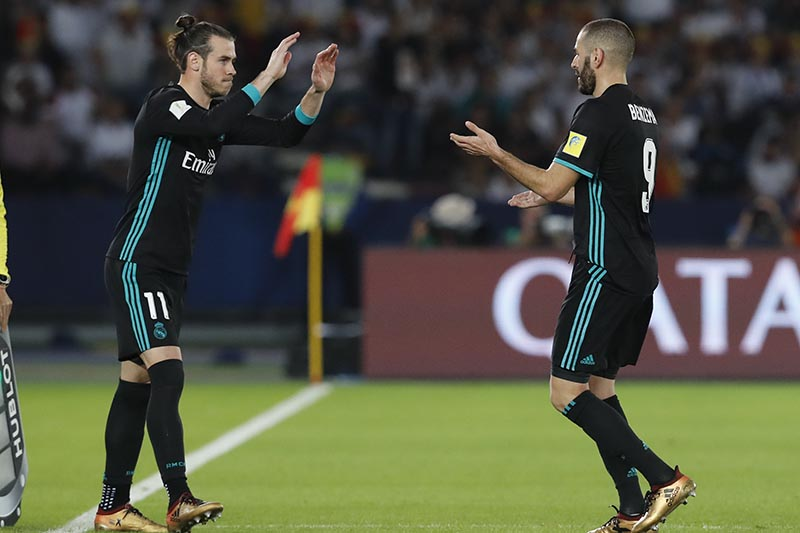 Real Madrid's Gareth Bale (left), enters as Real Madrid's Karim Benzema leaves the field of play during the Club World Cup semifinal soccer match between Real Madrid and Al Jazira Club at Zayed sport city in Abu Dhabi, United Arab Emirates, on Wednesday, December 13, 2017. Photo: AP