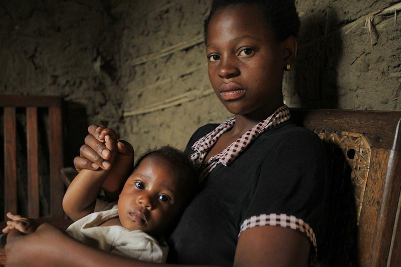 Faida Mwenge, plays with her son Jospin Kambale, inside her house in Beni eastern Congo, Friday, December 1, 2017. Photo: AP/ File