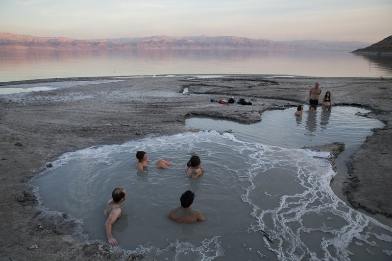 people enjoy a spring water pool along the Dead Sea shore near the Israeli Kibbutz of Ein Gedi. Israel is heading into its fifth consecutive year of drought, putting three celebrated biblical bodies of water at risk, on November 24, 2017. Photo: AP