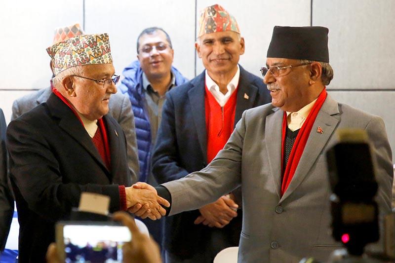 CPN-UML Chairman KP Sharma Oli (L) shakes hands with CPN Maoist Centre Chairman Pushpa Kamal Dahal, during a news conference in Kathmandu, December 17, 2017. Photo: Reuters