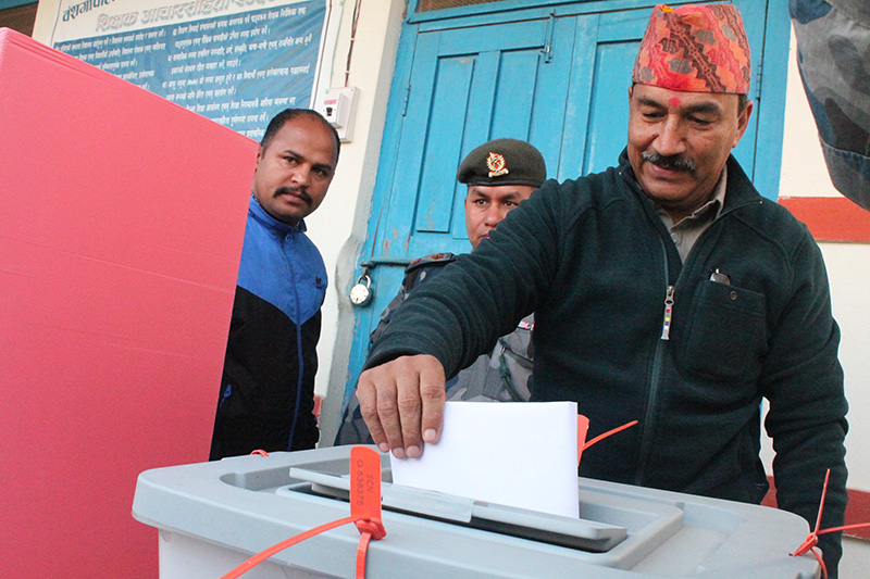Rastriya Prjatantra Party CHairman Kamal Thapa casts his vote for the second phase of elections to the House of representatives and Satte Assemblies from a polling station at Chaughada Bangshagpal Secondary School in Hetauda-6, Makwanpur Constituency-1, on Thursday, December 7, 2017. Photo: Prakash Dahal