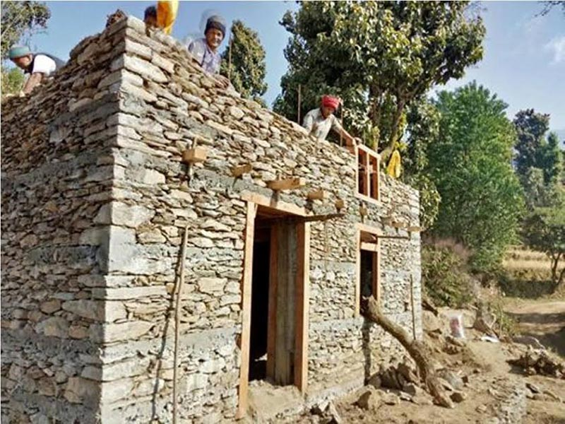 Workers constructing a house in Khaniyabash Rural Municipality, Dhading, on Wednesday, December 27, 2017. Photo: THT