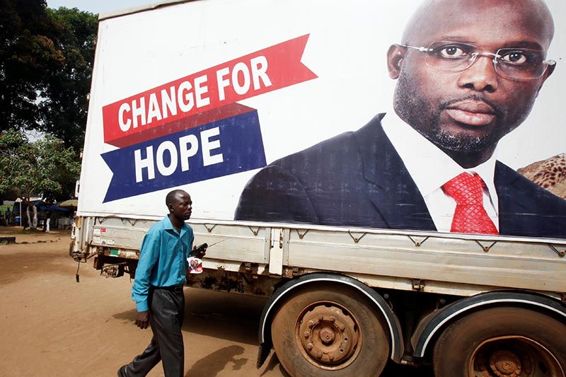 A supporter of George Weah, former soccer player and presidential candidate of Coalition for Democratic Change (CDC), listens to the announcement of the presidential election results on the radio, in Monrovia, Liberia, on December 27, 2017. Photo: Reuters