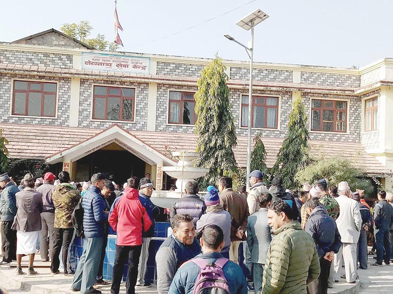 Locals thronging the office of Pokhara-Lekhnath Metropolis, demanding that the city be made the capital of Province 4, in Kaski, on Tuesday, December 26, 2017. Photo: THT