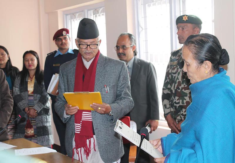 Province 3 Governor Anuradha Koirala swearing in the senior-most PA member Dormani Paudel, in Hetauda, on Sunday, January 21, 2018. Photo: THT