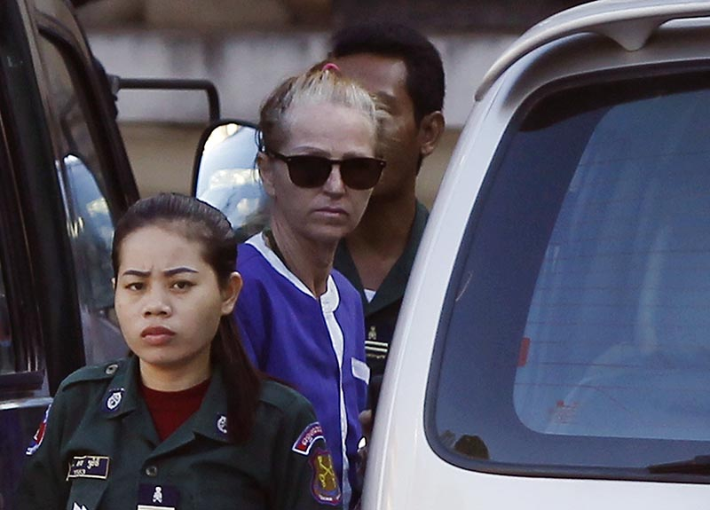 Tammy Davis-Charles (second left) gets off from a van at an appeals court in Phnom Penh, Cambodia, on Monday, January 8, 2018. Photo: AP
