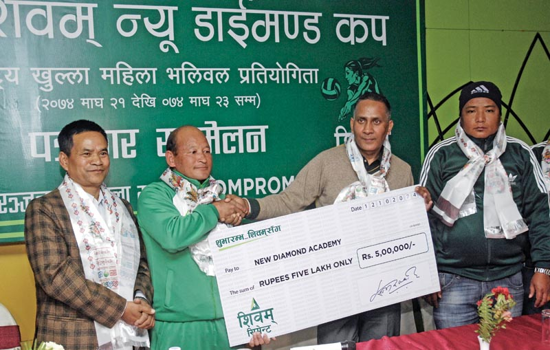 Shivam Cement's Sales and Marketing Vice-president Sajan Devkota(second from right) handing over a cheque to NDA coach KUmar Rai at a programme in Kathmandu on Friday, Jan 26, 2018. Photo: THT