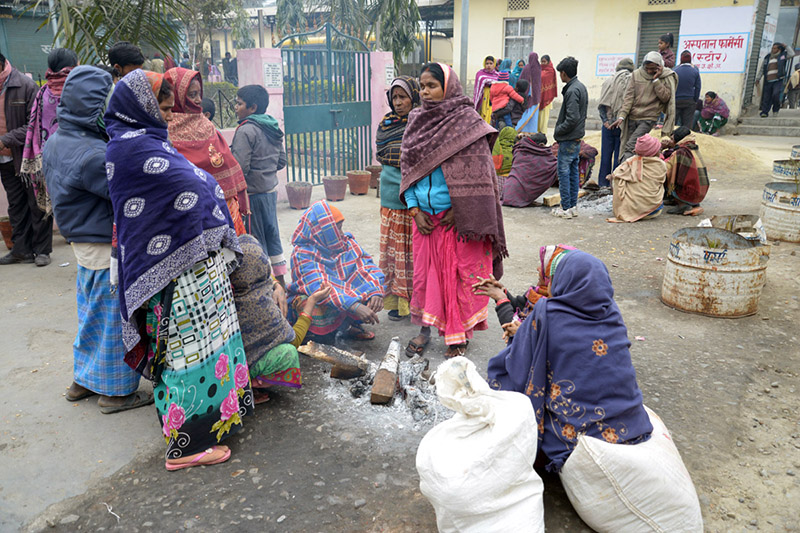 People sitting around fire to keep warm, in Birgunj, on Friday, January 12, 2018. Photo: RSS