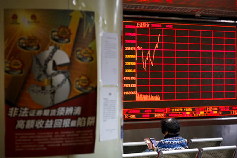 A woman checks stock index through her smartphone at a brokerage house in Beijing, Monday, Jan. 8, 2017. Asian stock markets rose Monday following Wall Street's strong week as traders looked ahead to data releases from China, Japan and the Eurozone. Photo: AP