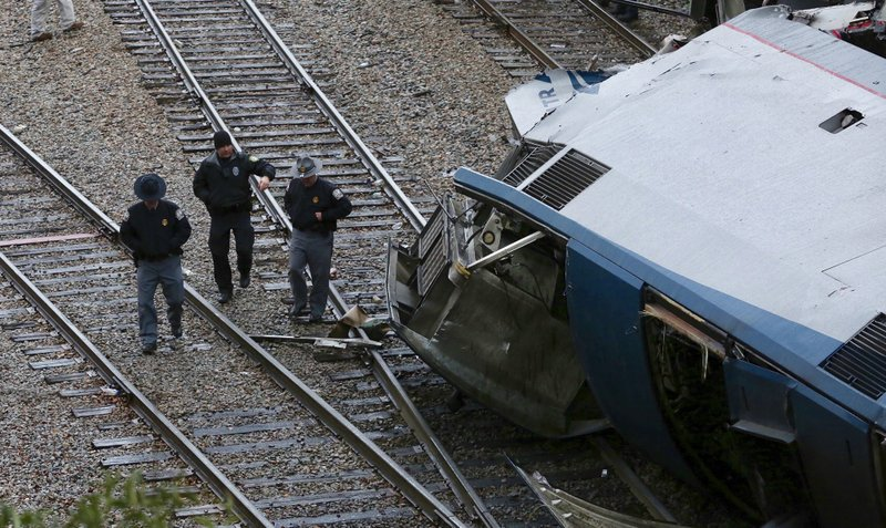 Authorities investigate the scene of a fatal Amtrak train crash in Cayce, South Carolina, Sunday, Feb. 4, 2018. At least two were killed and dozens injured. Photo: AP