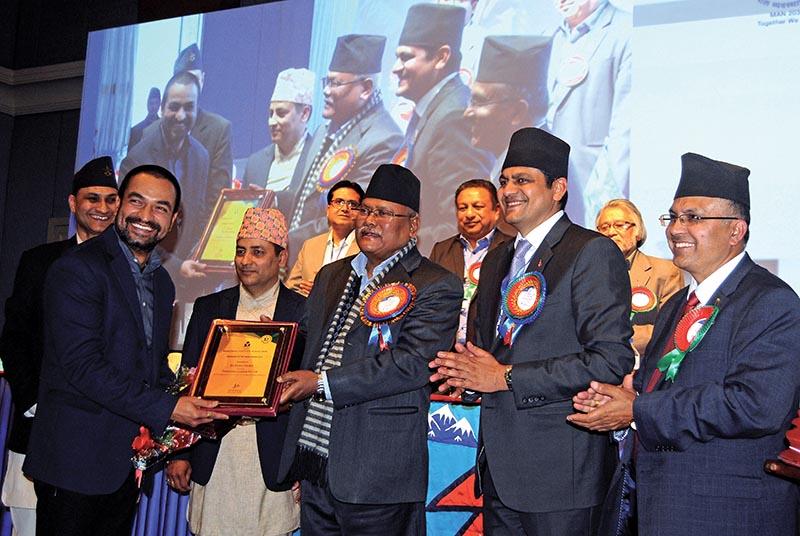 Deputy Prime Minister Bijaya Kumar Gachhadar handing over Best Manager of the Year award to BiswasDhakal, president of F1Soft International in Kathmandu, on Sunday. Photo: THT