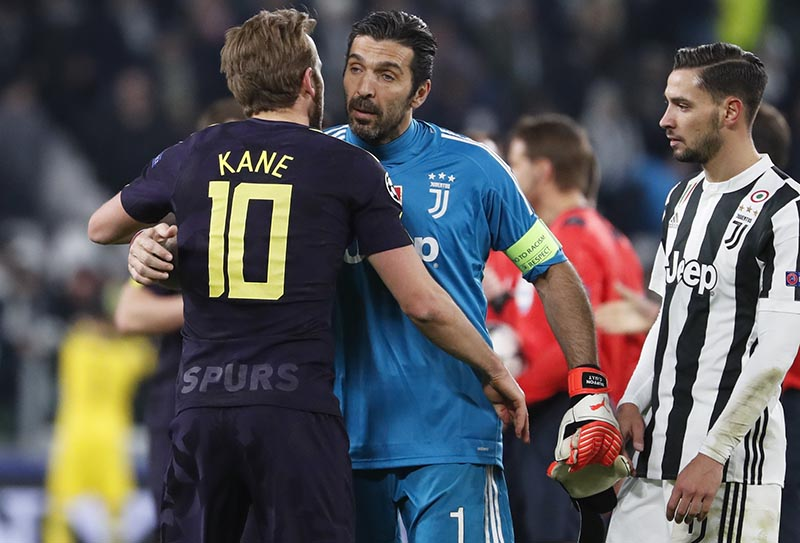 Juventus goalkeeper Gianluigi Buffon greets Tottenham's Harry Kane (left), as Juventus' Mattia de Sciglio looks at them, at the end of the Champions League, round of 16, first-leg soccer match between Juventus and Tottenham Hotspurs, at the Allianz Stadium in Turin, Italy, on Tuesday, February 13, 2018. Photo: AP