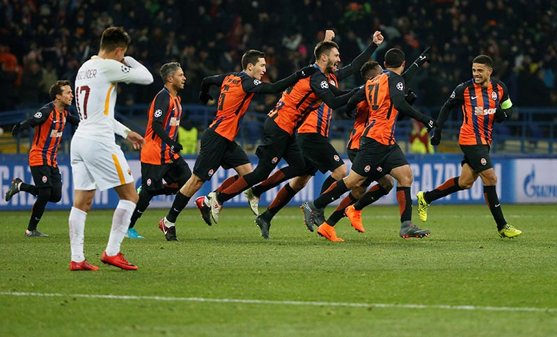 Shakhtar Donetsk's Fred celebrates scoring their second goal with Taison and team mates during the Champions League Round of 16 First Leg match between Shakhtar Donetsk and AS Roma, at Metalist Stadium, in Kharkiv, Ukraine, on February 21, 2018. Photo: Reuters