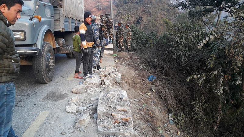 Security personnel and locals at the incident site where a jeep fell into Trishuli River at Salangghat, Benighat Rorang Rural Municipality-3, in Dhading district, on Saturday morning, February 10, 2018. The jeep was carrying Irrigation Ministry Secretary Ramananda Prasad Yadav, his son Santosh Yadav, and a girl Unnati Gupta from Kapilvastu to Kathmandu. Photo: Keshav Adhikari