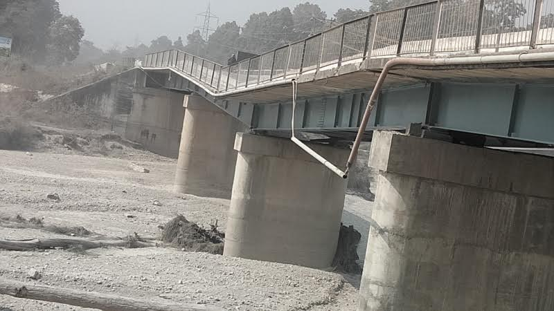 A view of Dudhaura Bridge, which has caved in, along the Pathlaiya-Nijgad road, in Bara, on Friday, February 23, 2018. Photo: THT